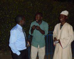Basti au milieu explique à Rodrique à droite et à Eric à gauche les Objectifs des ReBI@P